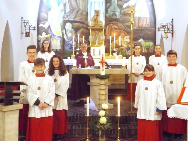 Ministranten-Aufnahme der Minis von Landshausen in einem festlichen Gottesdienst © A. Wörner